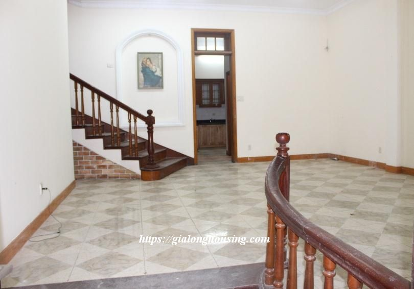 Unfurnished house in Ton Duc Thang, suitable for house/office/kindergarten 2