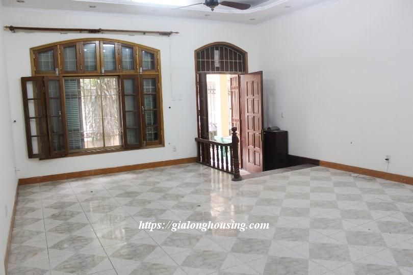 Unfurnished house in Ton Duc Thang, suitable for house/office/kindergarten 3