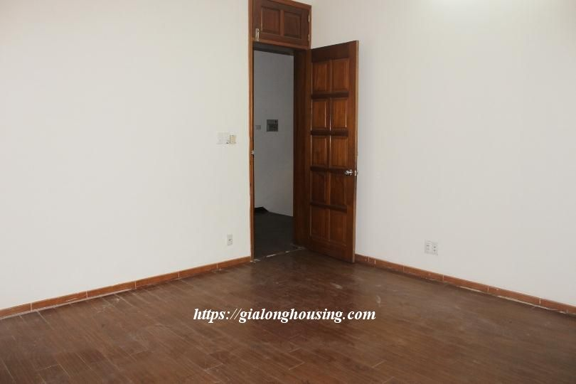 Unfurnished house in Ton Duc Thang, suitable for house/office/kindergarten 8