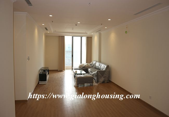 Four bedroom apartment in high floor of Vinhomes Nguyen Chi Thanh 1