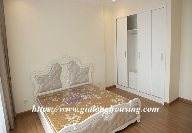 Four bedroom apartment in high floor of Vinhomes Nguyen Chi Thanh 11