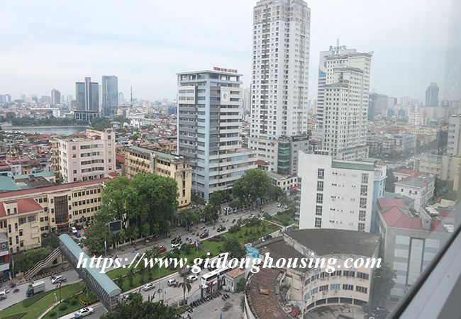 Four bedroom apartment in high floor of Vinhomes Nguyen Chi Thanh 12