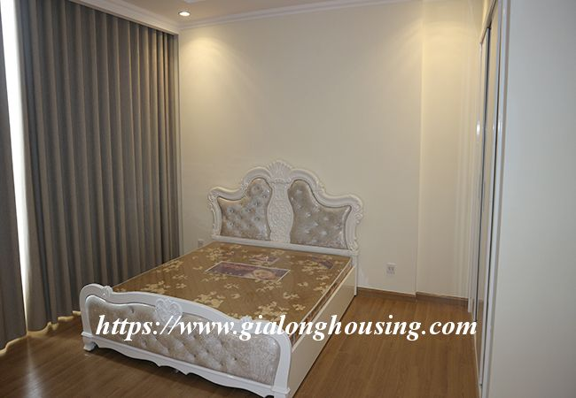Four bedroom apartment in high floor of Vinhomes Nguyen Chi Thanh 14