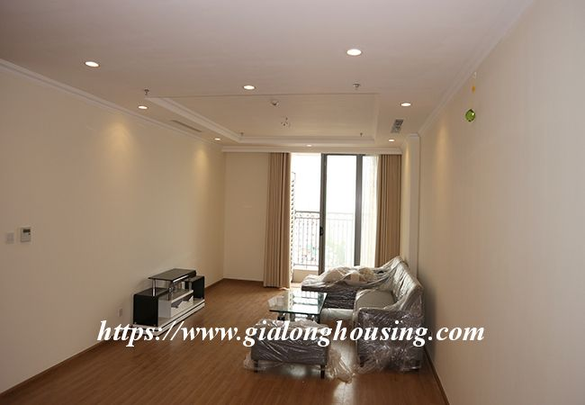 Four bedroom apartment in high floor of Vinhomes Nguyen Chi Thanh 2