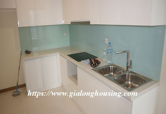 Four bedroom apartment in high floor of Vinhomes Nguyen Chi Thanh 4