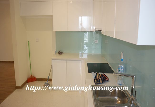 Four bedroom apartment in high floor of Vinhomes Nguyen Chi Thanh 5