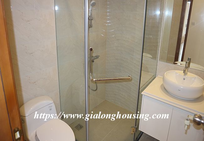 Four bedroom apartment in high floor of Vinhomes Nguyen Chi Thanh 7