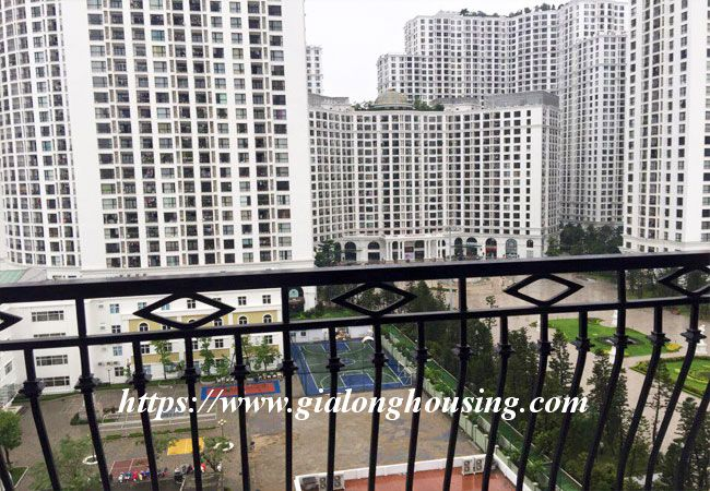 3 bedroom new apartment in R6 building, Royal City 5