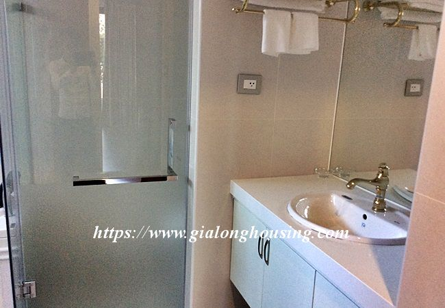 Beautiful large apartment for rent in Tay Ho street 18
