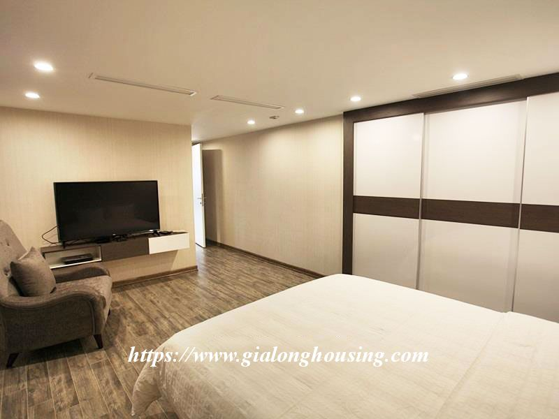 Lake front large apartment for rent in Tay Ho 10