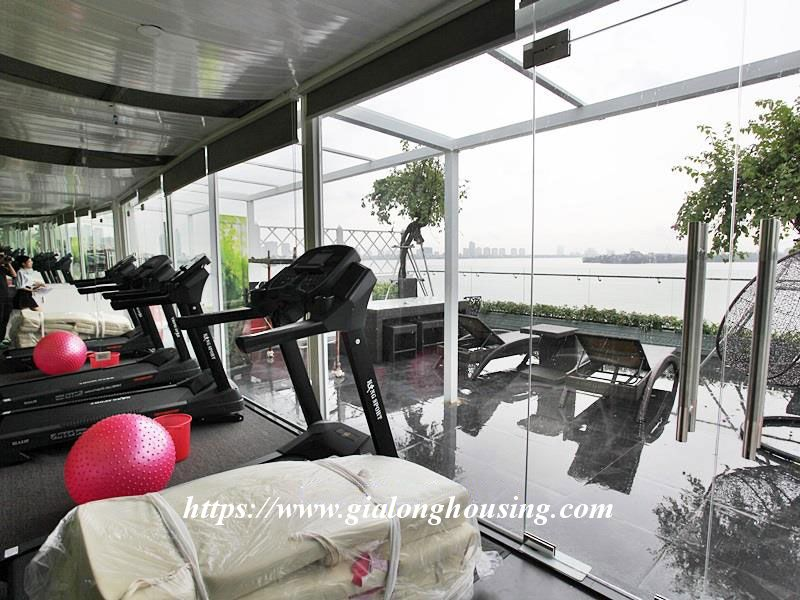 Lake front large apartment for rent in Tay Ho 12