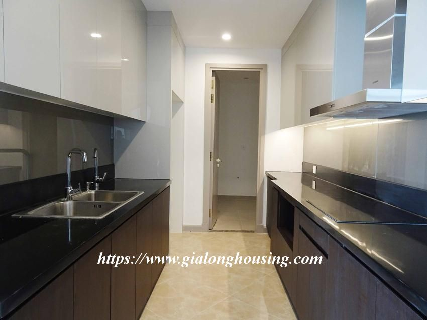 Sun Grand City 69B Thuy Khue : unfurnished apartment for rent 4