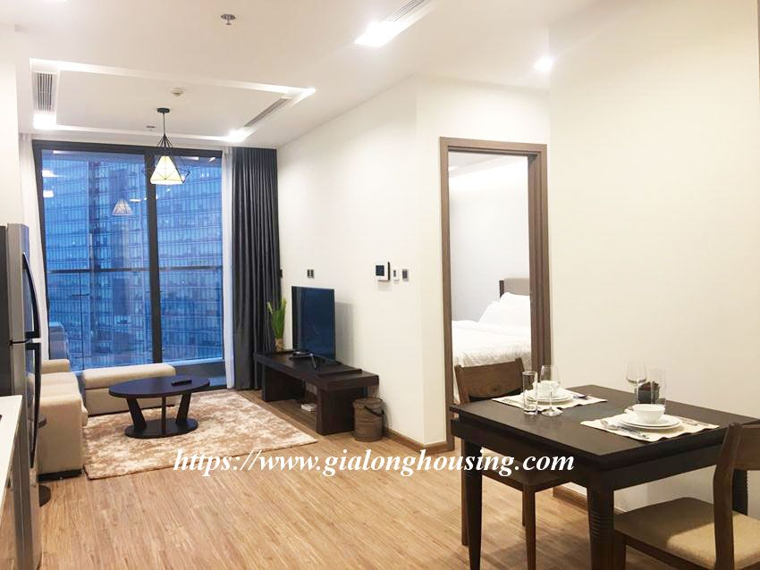 Vinhomes Metropolis brand new one bedroom apartment for rent 1