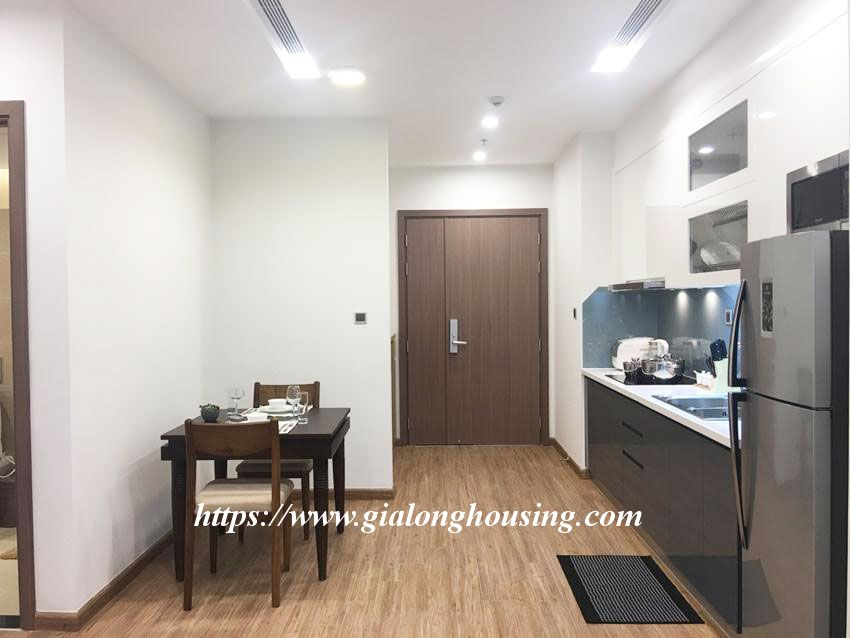 Vinhomes Metropolis brand new one bedroom apartment for rent 4