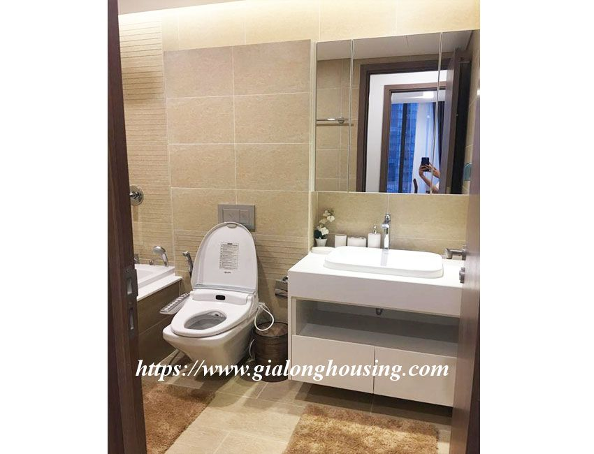 Vinhomes Metropolis brand new one bedroom apartment for rent 9