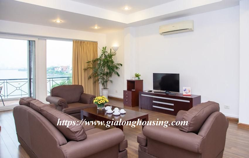 Lakefront apartment in Xuan Dieu for rent 1