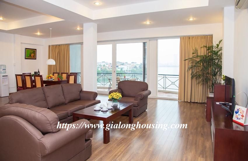 Lakefront apartment in Xuan Dieu for rent 2