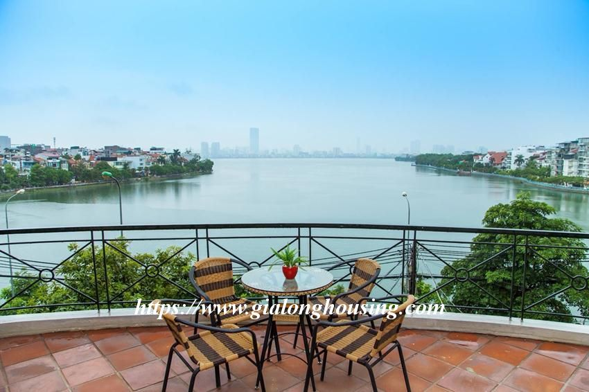 Lakefront apartment in Xuan Dieu for rent 3