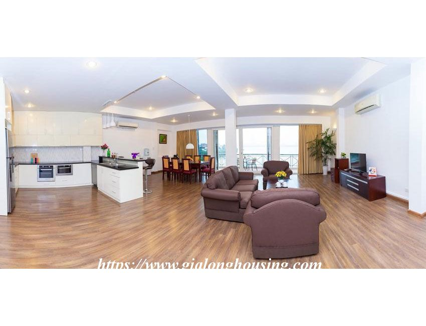 Lakefront apartment in Xuan Dieu for rent 4