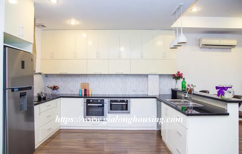 Lakefront apartment in Xuan Dieu for rent 6