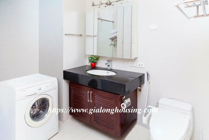 Lakefront apartment in Xuan Dieu for rent 8