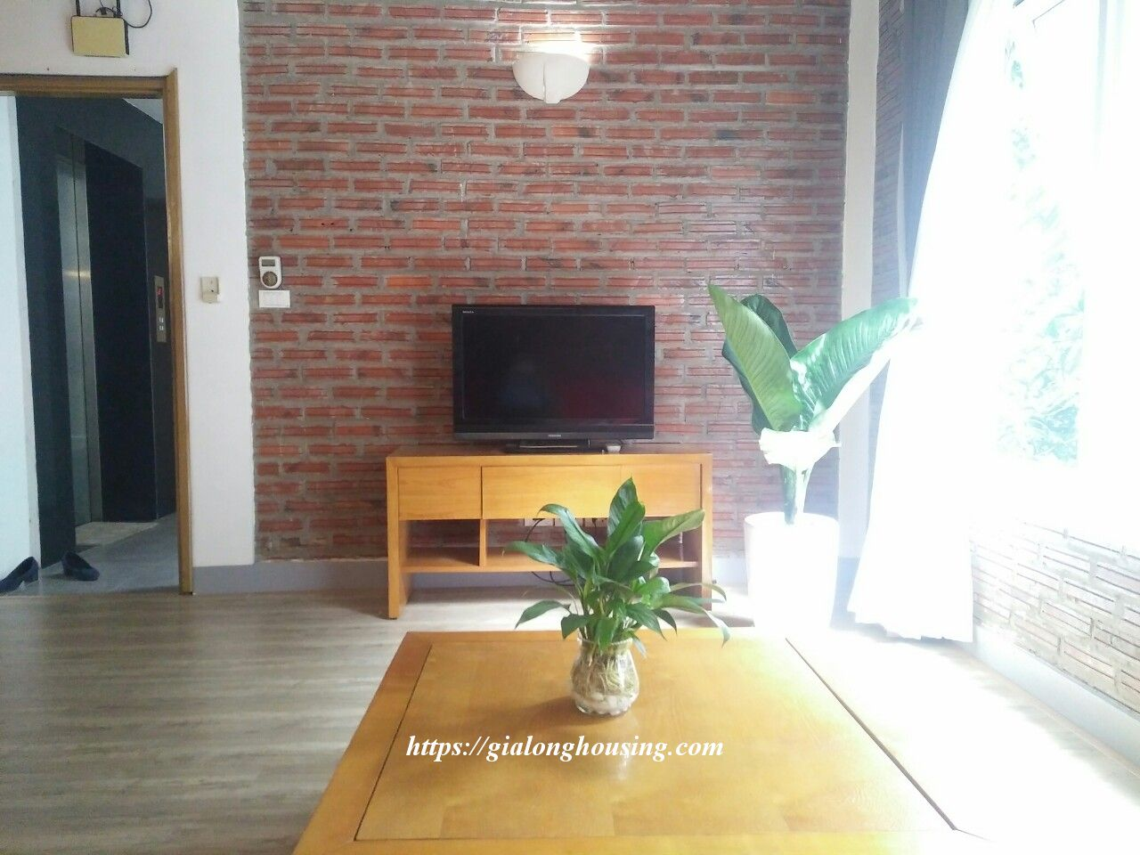 Bright serviced apartment at the quiet alley of Tay Ho road 10