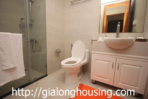Vinhome Nguyen Chi Thanh apartment with 3br rent out on best price 12