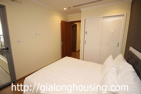 Vinhome Nguyen Chi Thanh apartment with 3br rent out on best price 13