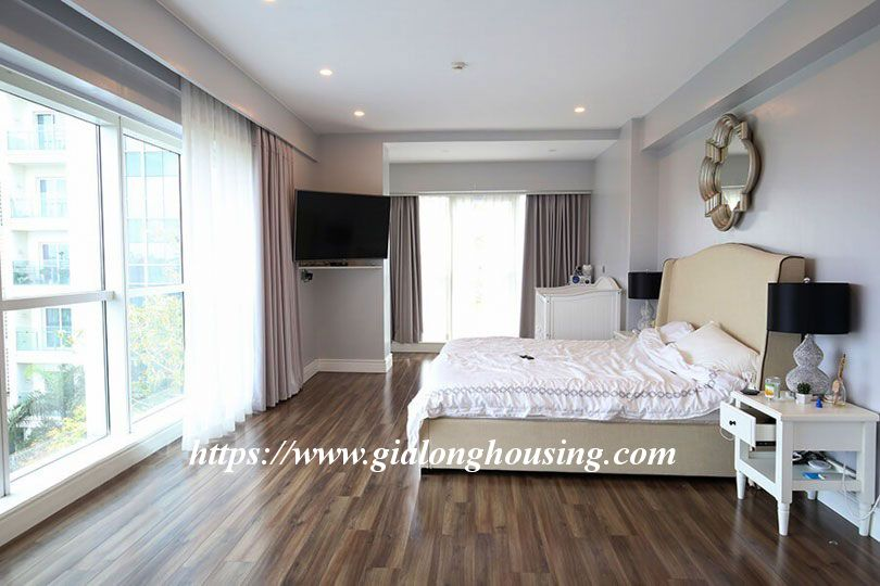 Luxurious golf court view apartment in L building, Ciputra 6