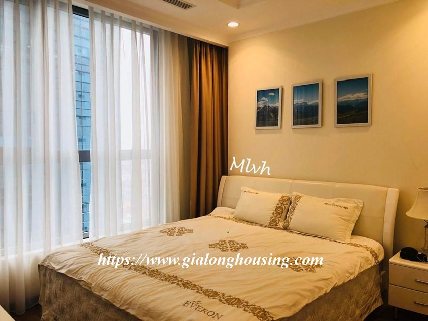 2 bedroom furnished apartment in Vinhomes, Nguyen Chi Thanh street 4