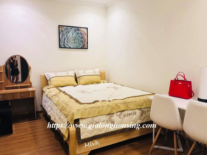 2 bedroom furnished apartment in Vinhomes, Nguyen Chi Thanh street 5