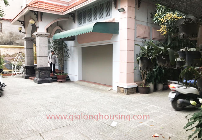 5 bedroom house for rent in Xuan La street, court yard 2