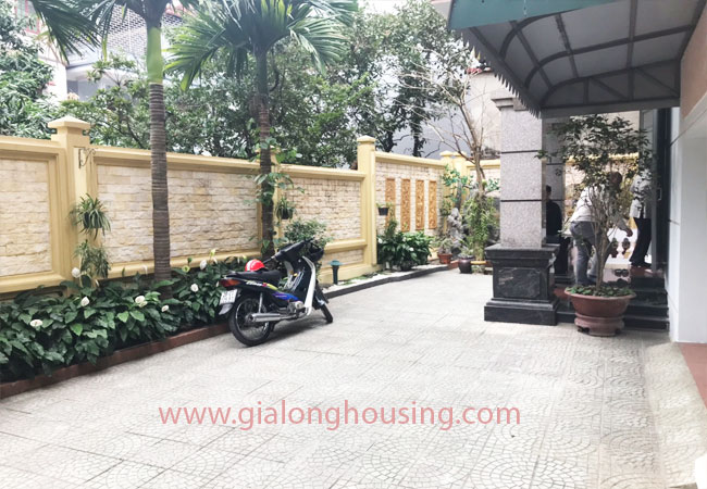 5 bedroom house for rent in Xuan La street, court yard 4