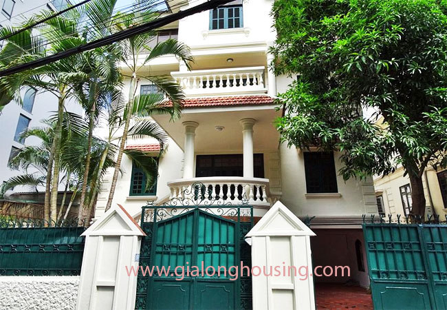 House with front courtyard on To Ngoc Van, Tay Ho for rent 1