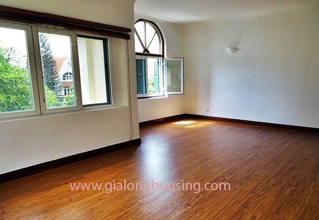 House with front courtyard on To Ngoc Van, Tay Ho for rent 10