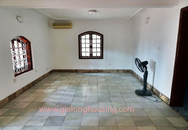 House with front courtyard on To Ngoc Van, Tay Ho for rent 17