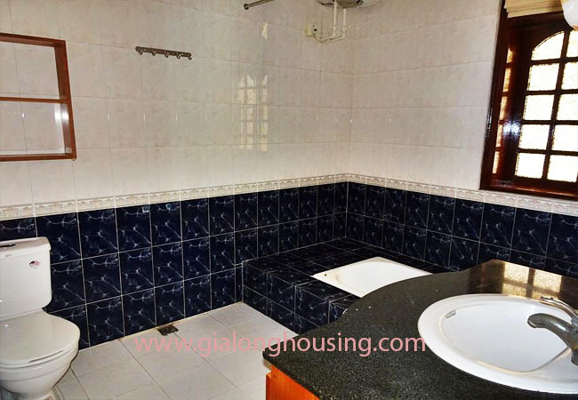 House with front courtyard on To Ngoc Van, Tay Ho for rent 9