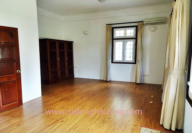 House with front courtyard on To Ngoc Van, Tay Ho for rent 20