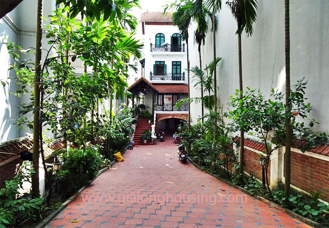 Gorgeous large villa with garden to let in the To Ngoc Van street 1