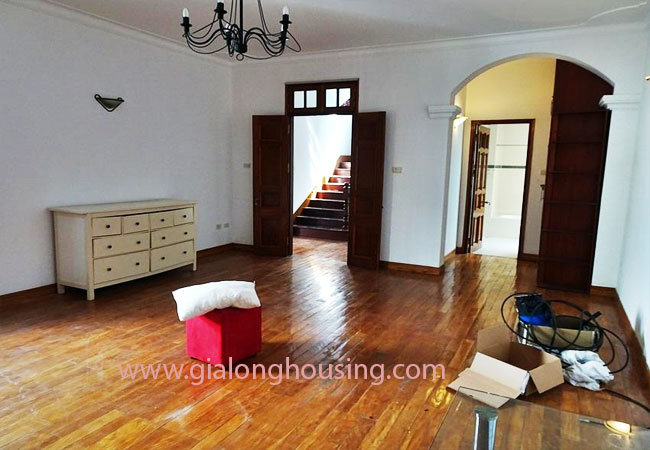 Gorgeous large villa with garden to let in the To Ngoc Van street 11