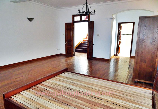 Gorgeous large villa with garden to let in the To Ngoc Van street 14