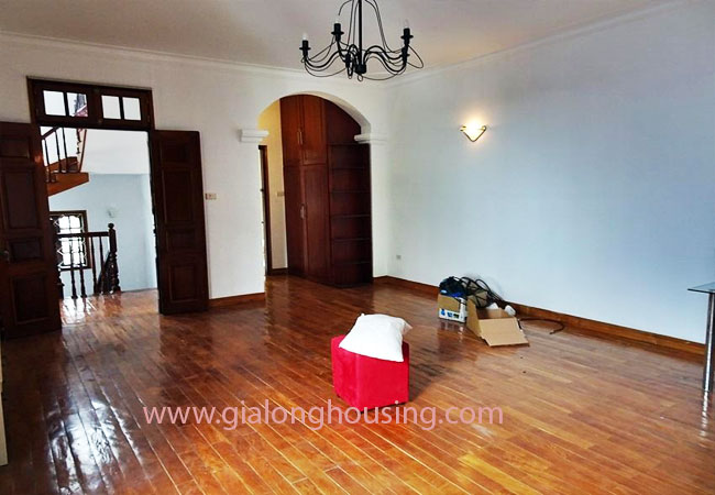 Gorgeous large villa with garden to let in the To Ngoc Van street 19