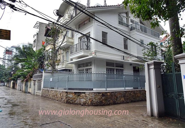 Nice house for rent in Dang Thai Mai street, Tay Ho district 1