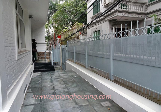 Nice house for rent in Dang Thai Mai street, Tay Ho district 2