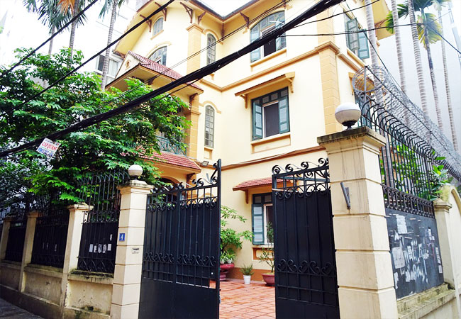5 bedroom house for rent in To Ngoc Van street, court yard
