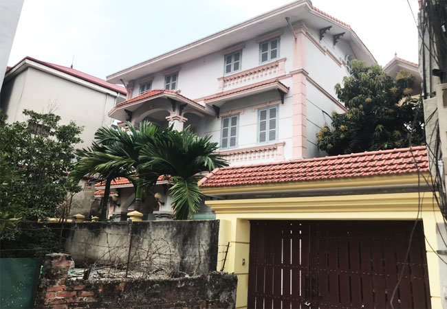 5 bedroom house for rent in Xuan La street, court yard