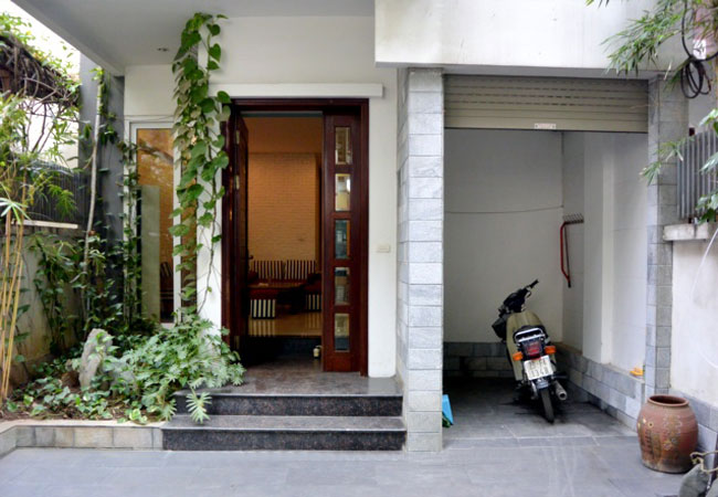 Big and nice house in Van Ho for rent