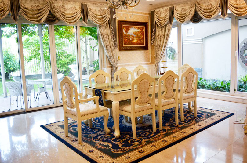 Big garden villa with royal style furniture for rent