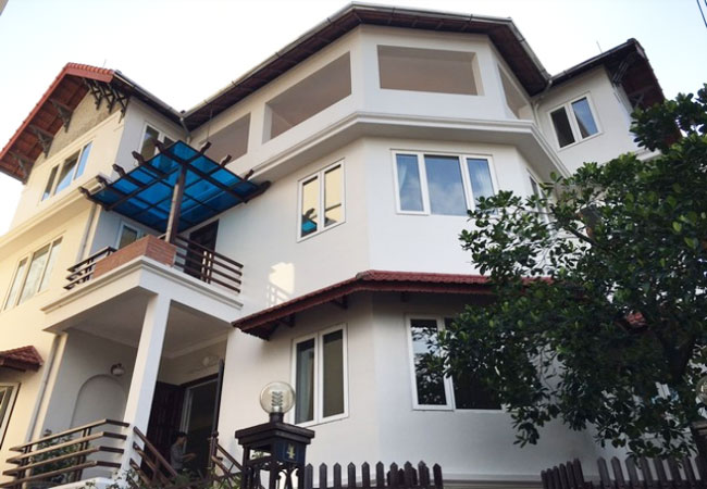 Big villa with garden and pool for rent in Dang Thai Mai