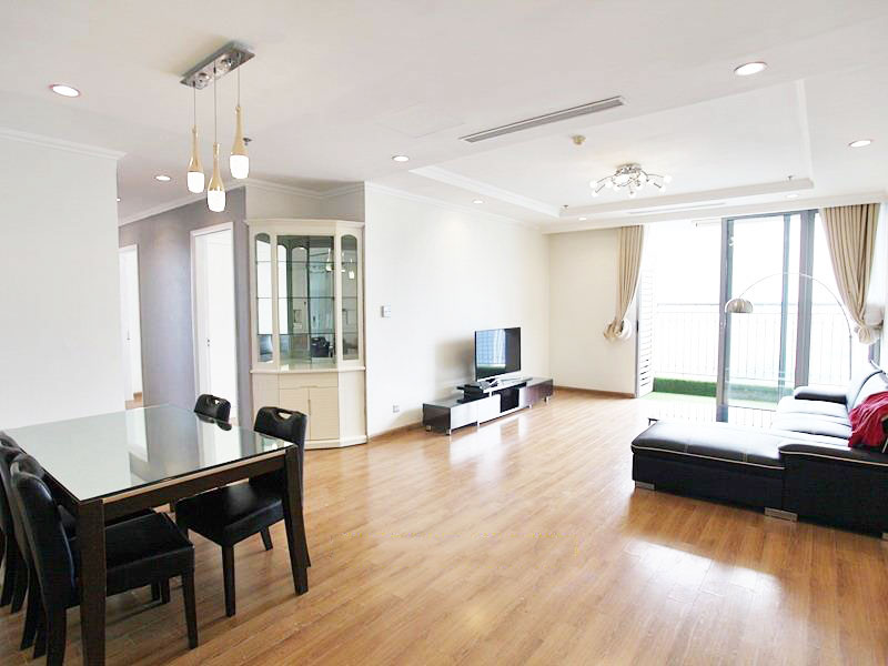 Bright 3 bedroom apartment in Vinhomes Nguyen Chi Thanh
